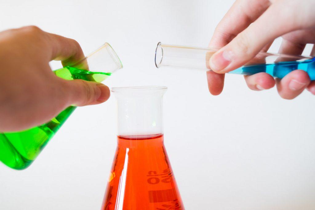 Verslag schrijven stappenplan tips voorbeelden school biologie scheikunde natuurkunde